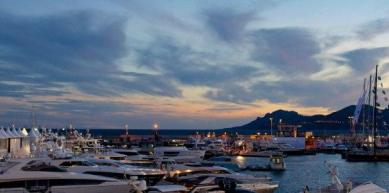 Yacht Rental Dubai | Dubai Yacht Rental | UAE Yacht Rental