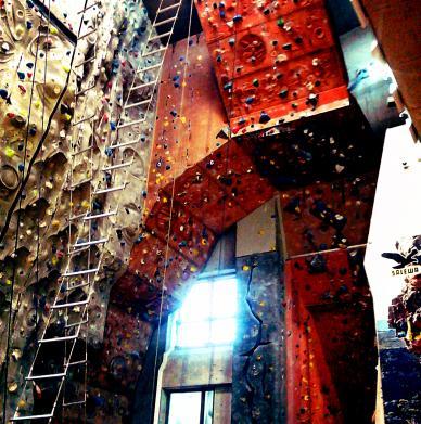 DAV Kletter - und Boulderzentrum München by mad maddie