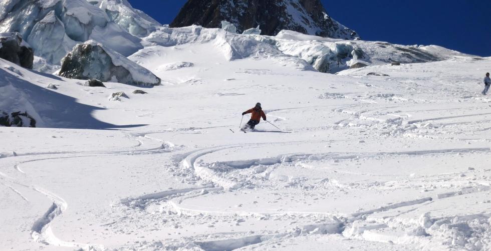 Freeride skiing at la Vallée Blanche in Aiguille du Midi