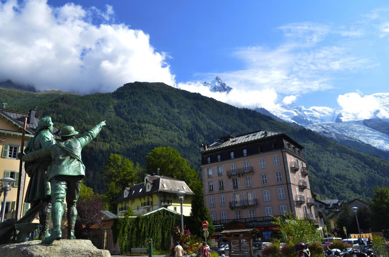A picture from Chamonix - Mont Blanc by César Muñoz