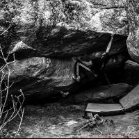 Bouldering in targassonne by Ivan Guerrero