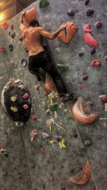 A picture from Gravity Boulder Bar by Gergo Belinszky