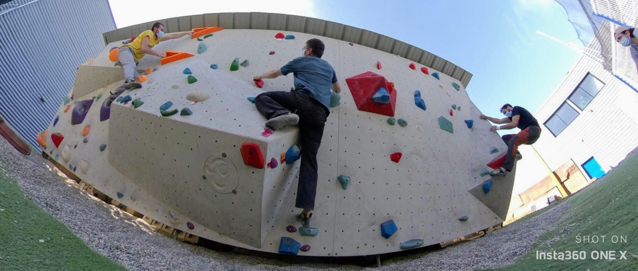 A picture from Hueco - salle d\'escalade by Elie Dumas